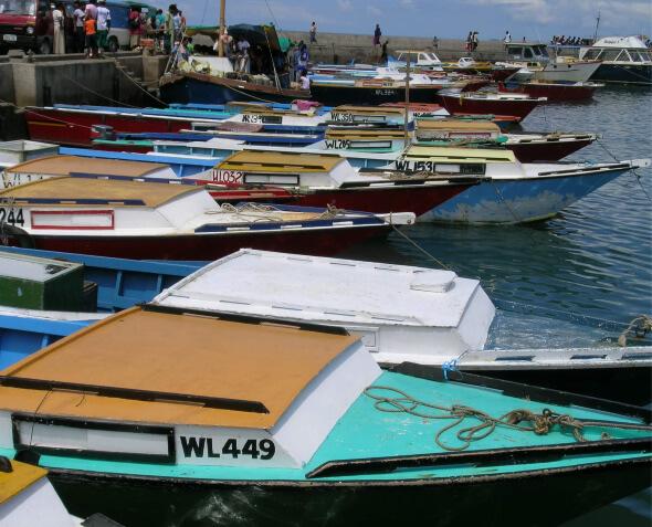 Boats-Fiji-docked